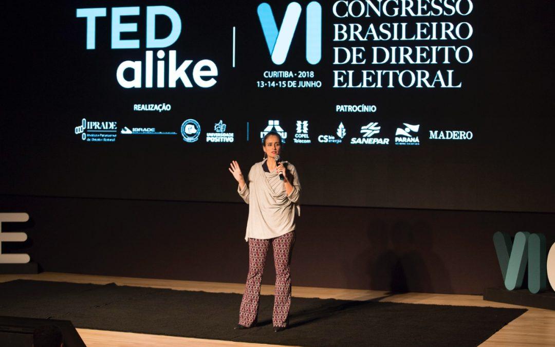 """Eneida Salgado: """"A Constituição é a única saída, o resto é golpe"""""""
