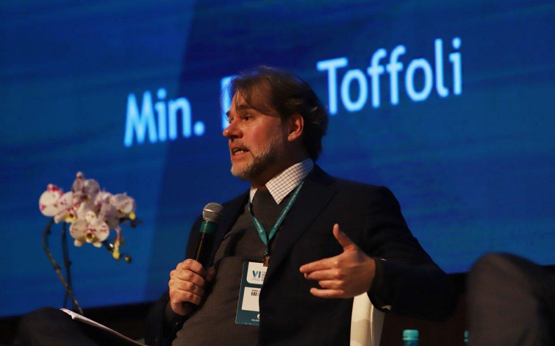 """Dias Toffoli sobre STF: """"Não podemos cometer o mesmo erro que as forças armadas em 1964"""""""
