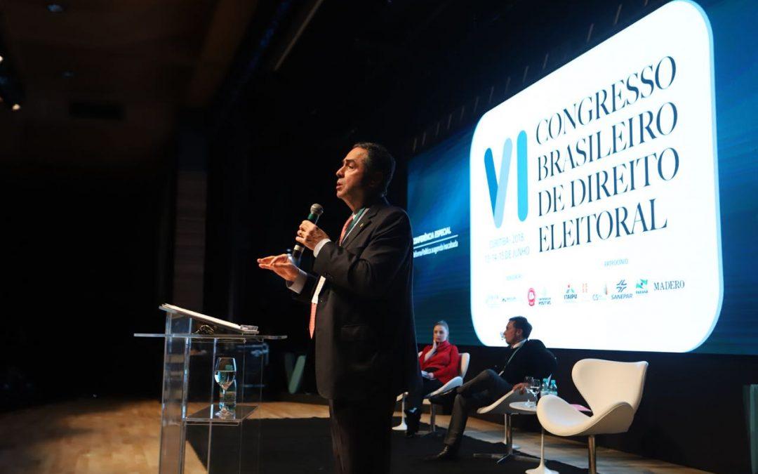 Reforma Política é uma agenda inacabada, diz Barroso
