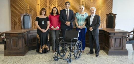 Cartórios eleitorais do Paraná receberão cadeira de rodas