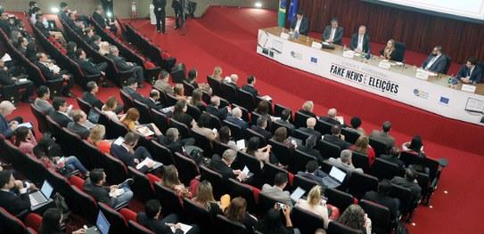 Especialistas debatem saídas para fake news em seminário no TSE