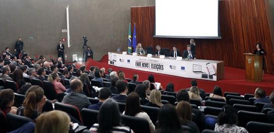 Presidente do TSE avalia seminário sobre fake news