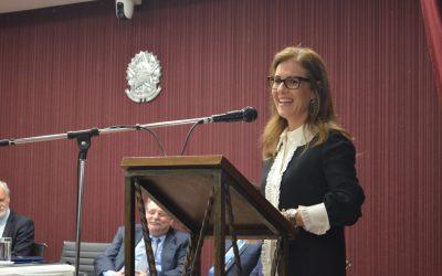Momento é de resistir às reações do parlamento contra a ampliação da participação feminina na política, diz Luciana Lossio, na posse do Iprade