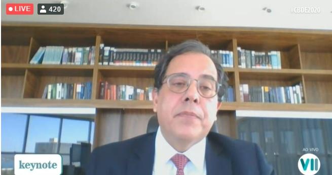 Para Sergio Banhos, partidos oligárquicos impactam na falta de crença na democracia